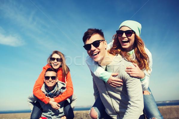 Сток-фото: счастливым · друзей · улице · дружбы · отдыха