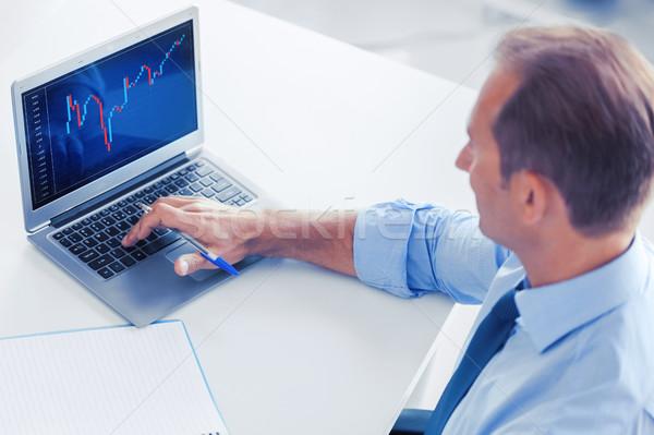 бизнесмен рабочих forex диаграммы служба бизнеса Сток-фото © dolgachov