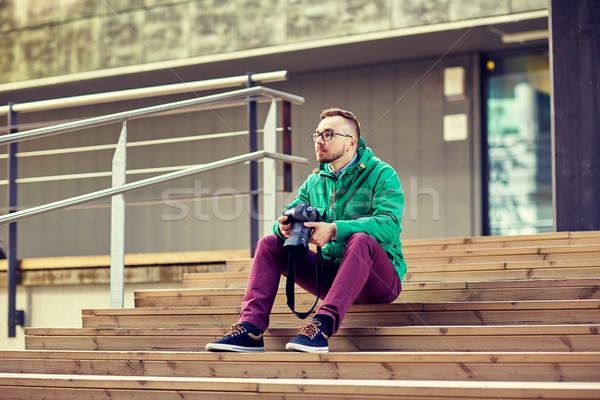Jonge man digitale camera stad mensen Stockfoto © dolgachov