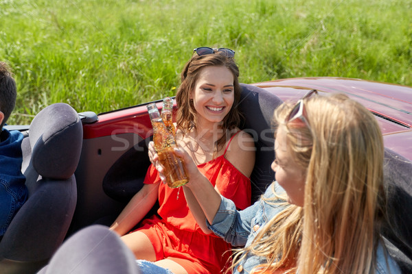 Feliz amigos condução cabriolé carro cerveja Foto stock © dolgachov