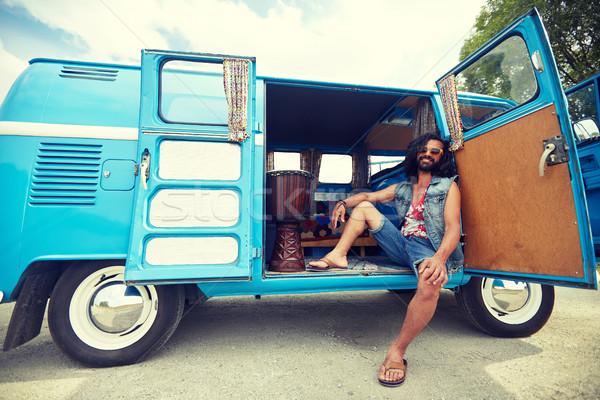 Sorridere giovani hippie uomo auto Foto d'archivio © dolgachov