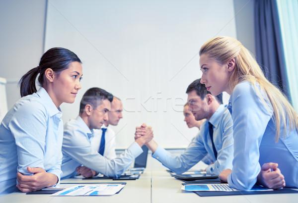 Souriant gens d'affaires conflit bureau crise confrontation Photo stock © dolgachov