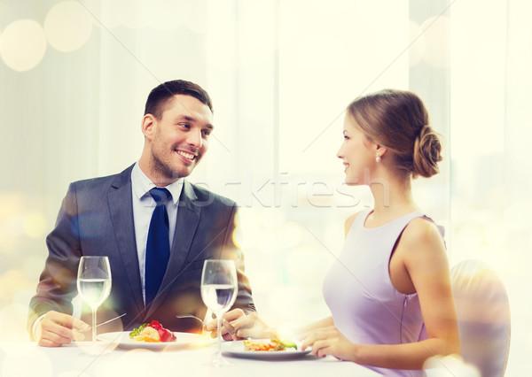 Sorridere Coppia mangiare ristorante vacanze Foto d'archivio © dolgachov