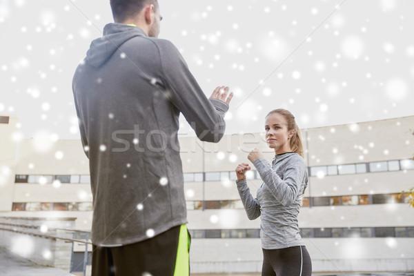 Kobieta trenerem strajk odkryty fitness Zdjęcia stock © dolgachov