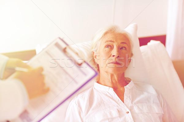 Stock fotó: Orvos · idős · nő · beteg · kórház · gyógyszer
