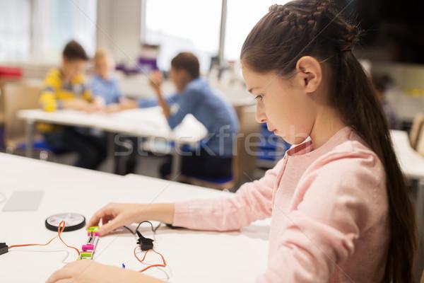 Niña feliz edificio robot robótica escuela educación Foto stock © dolgachov