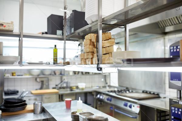 étterem profi konyhai felszerelés főzés nyilvános vendéglátás Stock fotó © dolgachov