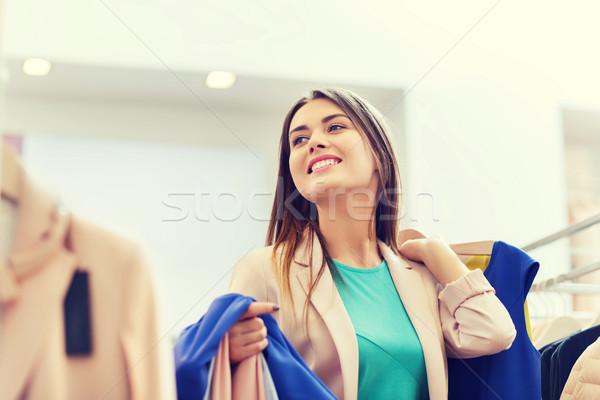 счастливым одежды Mall продажи Сток-фото © dolgachov