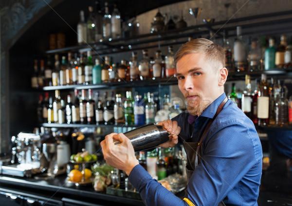 Barmen shaker kokteyl bar alkol içecekler Stok fotoğraf © dolgachov