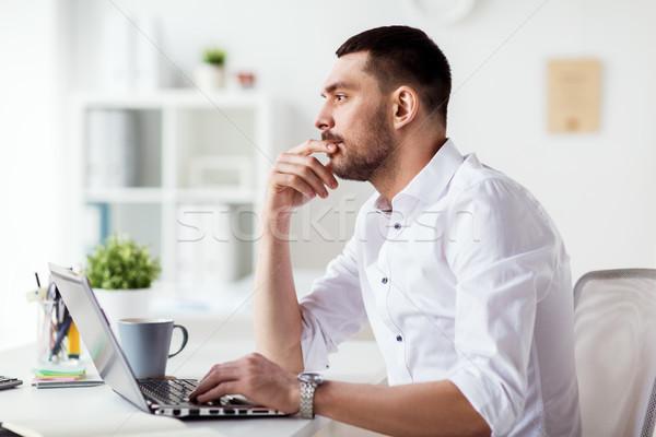 Biznesmen laptop myślenia biuro ludzi biznesu ostateczny termin Zdjęcia stock © dolgachov