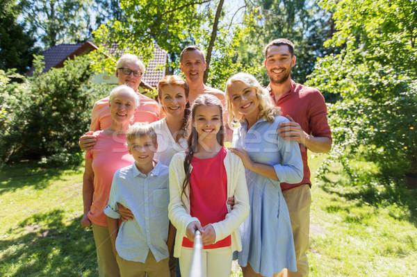 Szczęśliwą rodzinę lata ogród pokolenie ludzi Zdjęcia stock © dolgachov