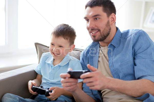 父から息子 演奏 ビデオゲーム ホーム 家族 父権 ストックフォト © dolgachov