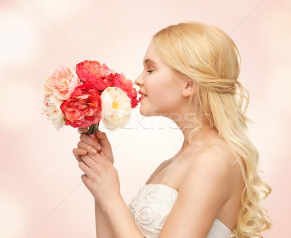 Nő virágcsokor virágok kép fiatal nő lány Stock fotó © dolgachov