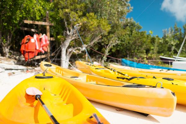 Playa de arena verano actividades vacaciones playa azul Foto stock © dolgachov