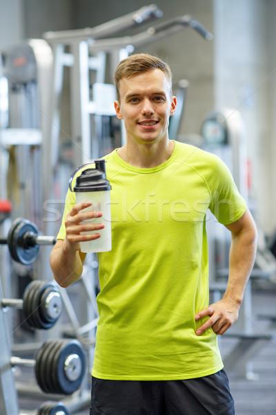 Sonriendo hombre proteína Shake botella deporte Foto stock © dolgachov