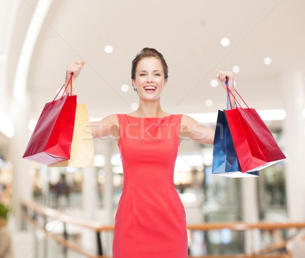 Stock fotó: Mosolyog · fiatal · nő · bevásárlótáskák · boldogság · fogyasztói · társadalom · vásár