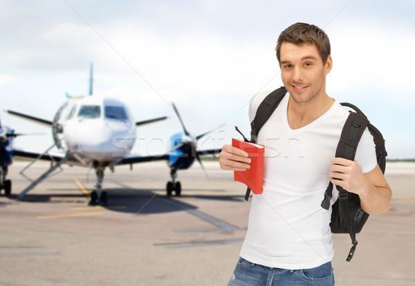 Glimlachend student rugzak boek luchthaven reizen Stockfoto © dolgachov