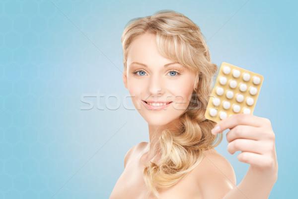 Boldog fiatal nő tart csomag tabletták emberek Stock fotó © dolgachov