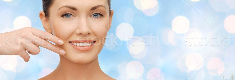 Twarz strony uśmiechnięta kobieta niebieski światła opieki zdrowotnej Zdjęcia stock © dolgachov