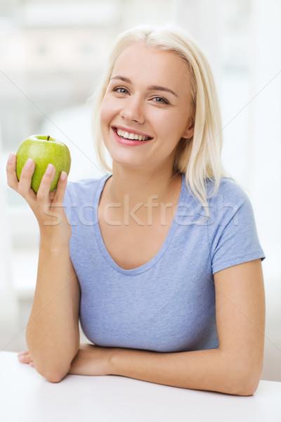 Stock foto: Glücklich · Frau · Essen · grünen · Apfel · home