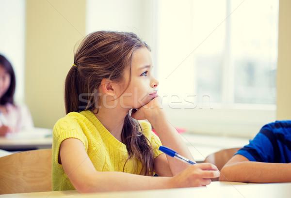 Iskolás lány toll unatkozik osztályterem oktatás általános iskola Stock fotó © dolgachov