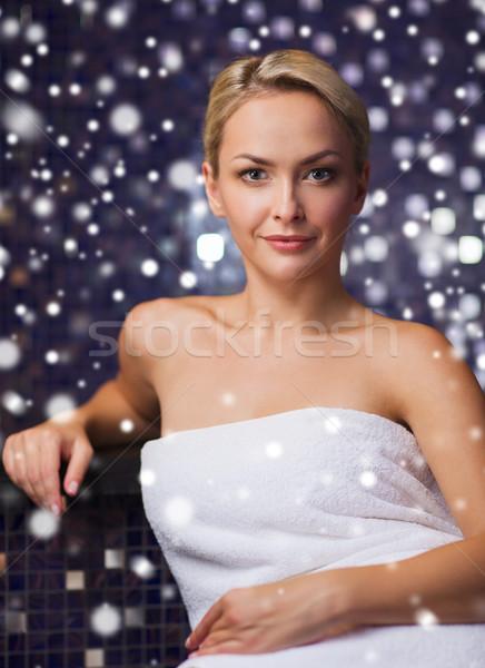 Gyönyörű nő ül fürdőkád törölköző szauna emberek Stock fotó © dolgachov