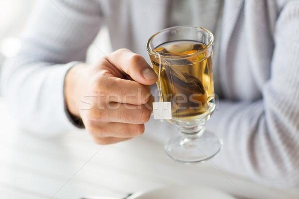 Uomo bere tè home cafe Foto d'archivio © dolgachov