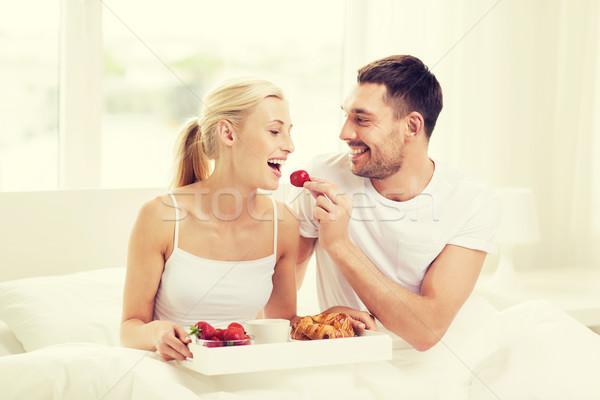 ストックフォト: 幸せ · カップル · 朝食 · ベッド · ホーム · 人