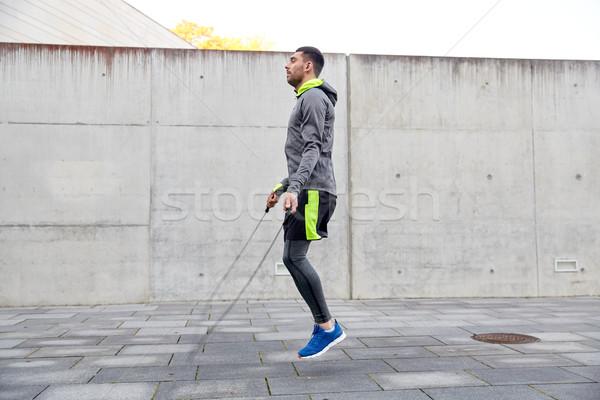 Férfi testmozgás kint fitnessz sport emberek Stock fotó © dolgachov