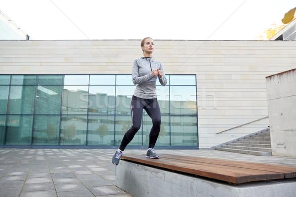 Nő készít lépés testmozgás figyelmeztetés pad Stock fotó © dolgachov