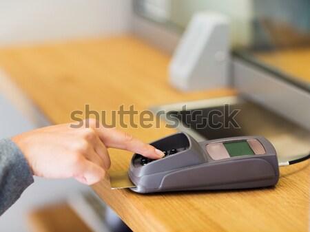 Kéz tő kód kártya olvasó pénzügy Stock fotó © dolgachov