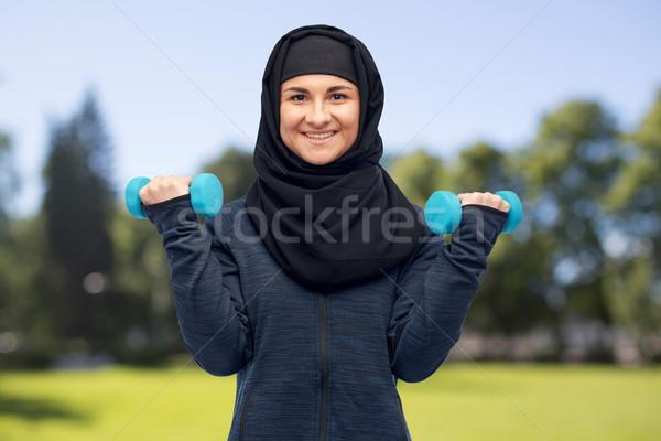 Moslim vrouw hijab fitness sport Stockfoto © dolgachov