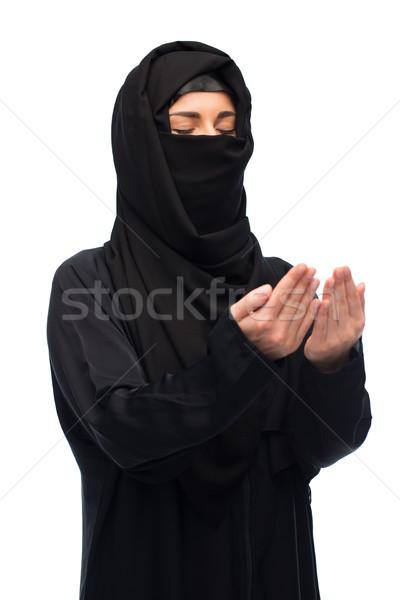Modląc Muzułmanin kobieta hidżab biały religii Zdjęcia stock © dolgachov
