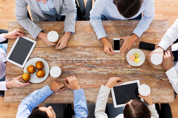 スマートフォン ビジネスの方々  技術 チームワーク ストックフォト © dolgachov
