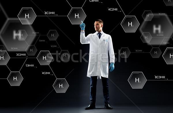Wetenschapper virtueel chemische formule projectie wetenschap Stockfoto © dolgachov