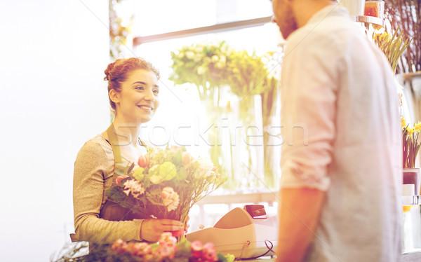 Stock fotó: Mosolyog · virágárus · nő · férfi · virágüzlet · emberek