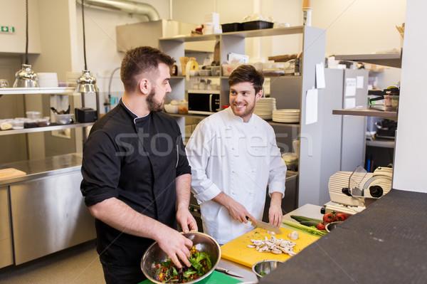 Chef kok koken voedsel restaurant keuken Stockfoto © dolgachov