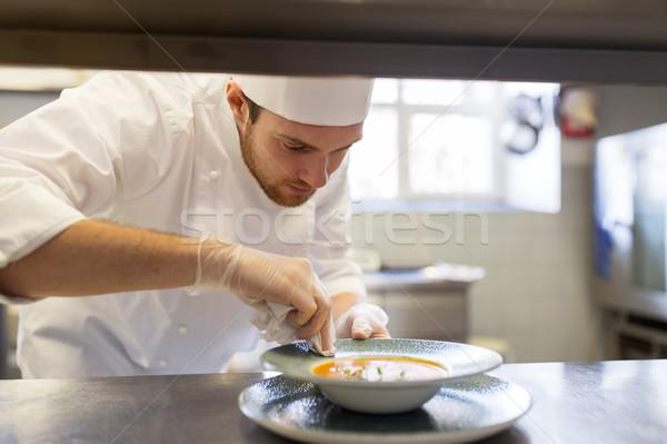 Zdjęcia stock: Szczęśliwy · mężczyzna · żywności · restauracji · kuchnia