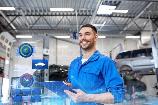 Feliz mecânico homem clipboard carro oficina Foto stock © dolgachov