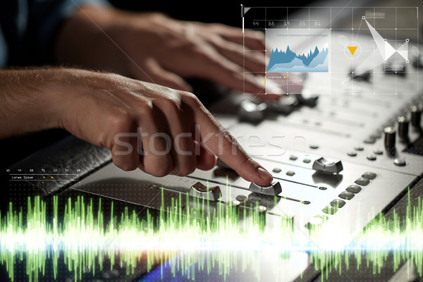 Mains consoler musique technologie personnes Photo stock © dolgachov