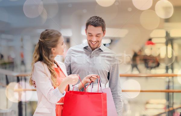 Stock fotó: Boldog · fiatal · pér · bevásárlótáskák · bevásárlóközpont · vásár · fogyasztói · társadalom