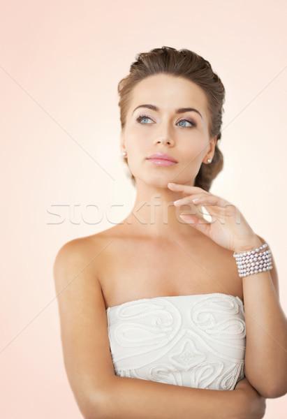 Kobieta perła kolczyki bransoletka piękna oblubienicy Zdjęcia stock © dolgachov