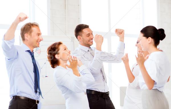Zespół firmy zwycięstwo biuro zdjęcie szczęśliwy Zdjęcia stock © dolgachov