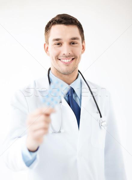 Fiatal férfi orvos csomag tabletták kép család Stock fotó © dolgachov