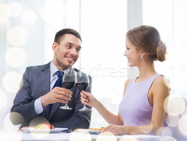 Paar hoofdgerecht rode wijn restaurant vakantie glimlachend Stockfoto © dolgachov