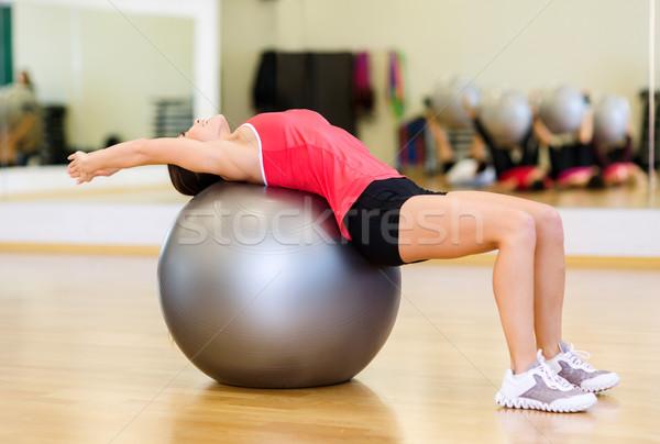 Stok fotoğraf: Genç · kadın · egzersiz · uygunluk · top · spor · eğitim