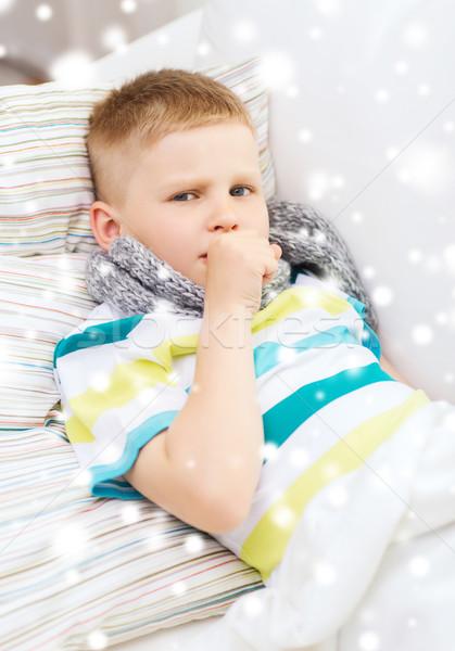Ziek jongen sjaal bed hoesten jeugd Stockfoto © dolgachov