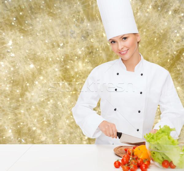 Foto stock: Sorridente · feminino · chef · legumes · cozinhar