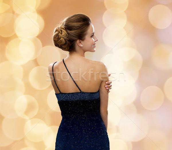 Glimlachende vrouw avondkleding mensen vakantie glamour beige Stockfoto © dolgachov