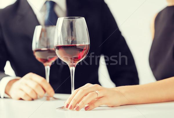 Comprometido casal copos de vinho quadro restaurante vinho Foto stock © dolgachov